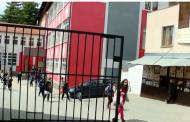 Kioskë private në oborr të shkollës  'Motrat Qiriazi' në Prizren