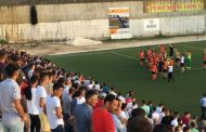 Futbollisti i Ballkanit shet jakne për 550 euro! Komentuesit tallen keq me të