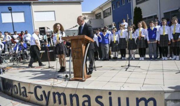"""Haradinaj : Nxënësit e gjimnazit """"Loyola""""në Prizren janë të aftë të konkurrojnë edhe në tregjet jashtë Kosovës"""