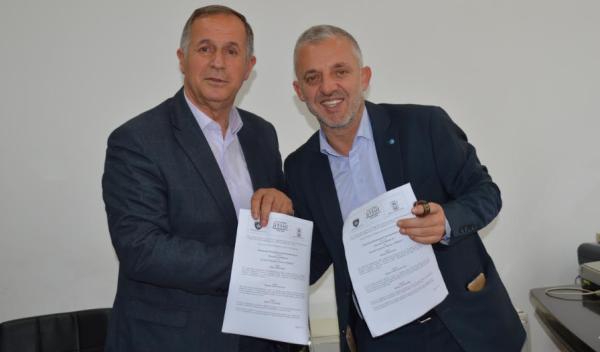 """""""Jetimat e Ballkanit"""" dhe Komuna e Malishevës nënshkruan marrëveshje për ndërtimin e pesë shtëpive"""