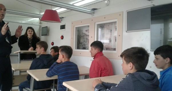 Nxënësit e Malishevës stërviten për mbrojtje në rastet e tërmeteve