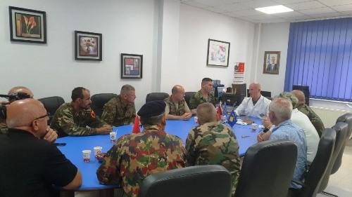 Ish- ushtarët e UÇK-së vizituan Spitalin e Prizrenit (Foto)