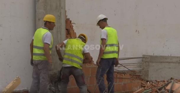 Prizren, rrënohet një objekt (VIDEO)