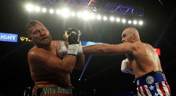 Fury i pamëshirshëm, e mposht Schwarzin me nokaut në rundin e dytë