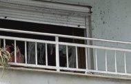 Bie nga ballkoni një punëtor në Prizren