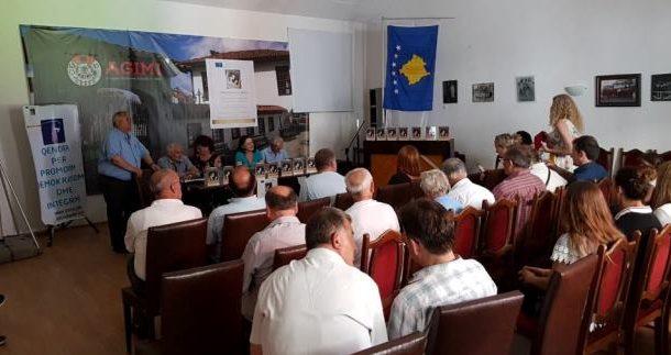 """Prizren / Promovohet libri """"Kur flet portreti në kornizë"""" i autores Marjana Syjemani -Gjoka"""