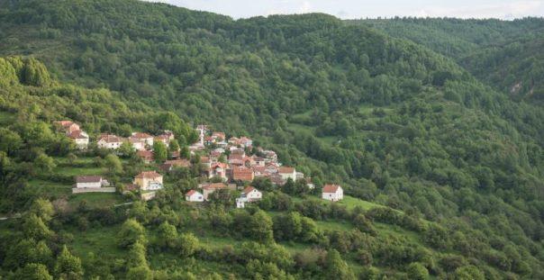 Në 16 shkolla në Dragash ende mësojnë me plan-program serb