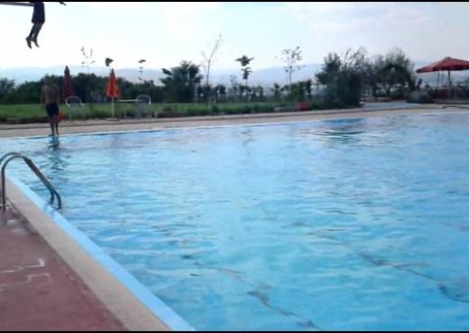 E rëndë/ Ndërron jetë duke u larë në pishinë 12-vjeçari në Kukës