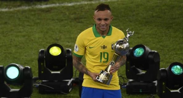 Milani pendohet që e lëshoi yllin brazilian