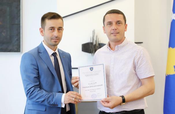 Ministri Gashi dha licencat për Federatën e Motoçiklizmit të Kosovës dhe Federatën e Triathlonit të Kosovës