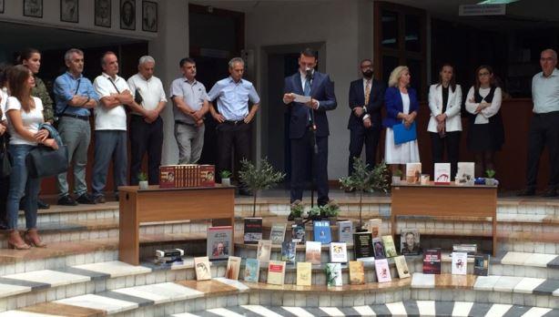 Ministri Gashi shpërndan libra për 36 Biblioteka Komunale