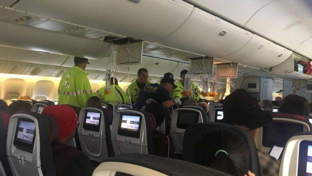 """Turbulenca në aeroplanin e """"Air Canada"""", 37 të lënduar (VIDEO)"""