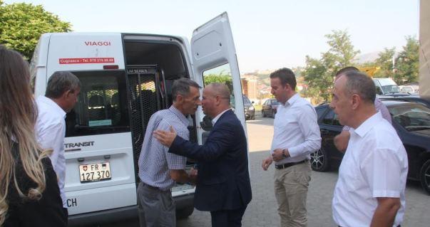 """Mërgimtari nga Zvicra jep donacion një automjet për QKMF-në """"Fahredin Hoti"""" në Rahovec"""