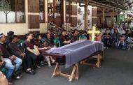 Funerali i krishterë mbahet brenda në xhami