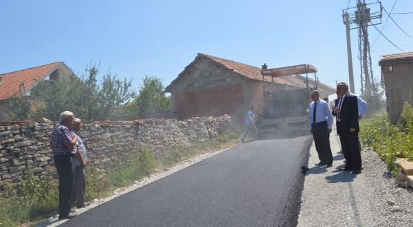 Filloi asfaltimi i disa rrugëve në lagjet e fshatit Bubavec