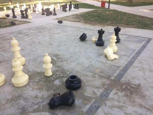 Dëmtohet parku i qytetit, reagon kryetari i Suharekës