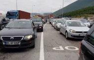 Trafik i rënduar në Rrugën e Kombit, kosovarët zbarkojnë në bregdetin shqiptar (Video)
