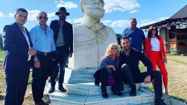 "Aktorja e serialit ""Nusja nga Stambolli"", Semra Dinçer viziton Kompleksin Memorial ""Adem Jashari"""