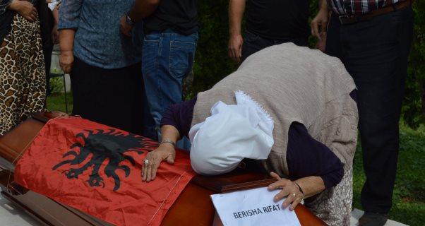 Malishevë/ Kthehen në vendlindje eshtrat e kosovarit, i zhdukur para 27 vjetësh në Bosnje