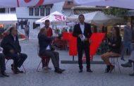 Prizren/ Gjatë emisionit live, një lypës afrohet dhe kërkon para nga kandidatët, shikoni reagimin e tyre