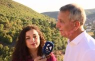 Anton Quni i entuziazmuar  me  mikpritjen e Vjosa Osmanit në Gjonaj të Hasit