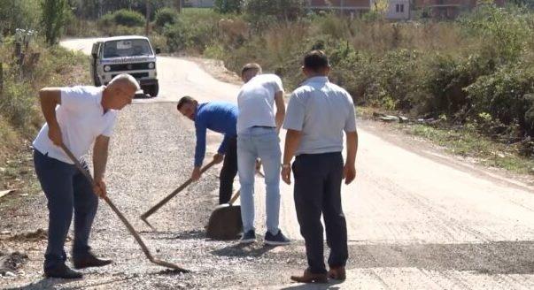 Lugishta e Hasit mbulon vullnetarisht gropat e rrugës (Video)