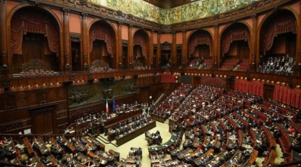 Parlamenti italian voton besimin për qeverinë Conte