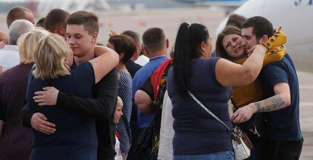 Lot dhe përqafime, Rusia dhe Ukraina shkëmbejnë të burgosurit (Fotot)