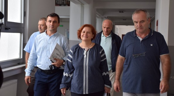 Thaçi –Vezgishi uron nxënësit  në Provimin e Maturës