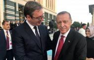 Erdogani pritet me të shtëna topi në Beograd