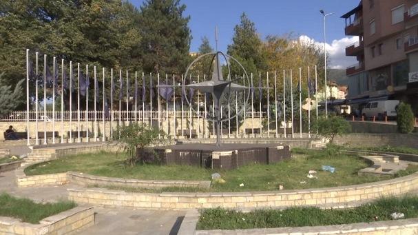 Prizren, monumenti i NATO-s plot me mbeturina (VIDEO)