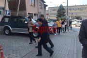 Nëna dhe babai i Astrit Deharit  në prokurori të Prizrenit, a do t'ua japin ekspertizën?