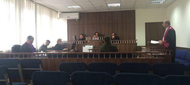 Prokurori kërkon që ish-inspektori në Prizren të dënohet për mos rrënim të objekteve pa leje, mbrojtja kërkon lirimin e tij