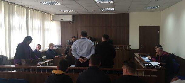Pas kthimit në rigjykim, dëshmitari thotë se veturën e ka liruar me kërkesë të zyrtarit policor të akuzuar për keqpërdorim detyre