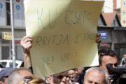 Punëtorët e sektorit privat kërcënojnë me protesta
