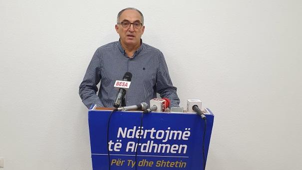 """Shaqir Totaj: Haskuka u dirigjua nga Albin Kurti për """"kontrabandimin"""" e pronës së Prizrenit"""