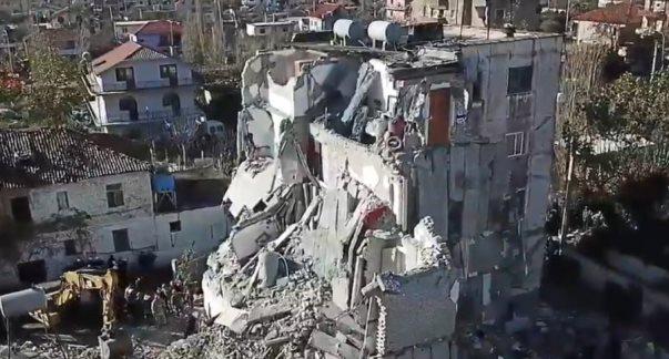 Dyshohet për viktima të tjera nën rrënojat e hotelit, rinisen kërkimet