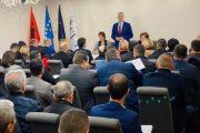 Hoti takohet me drejtorët e shkollave në Prizren
