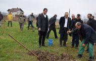 """Haskuka viziton përfituesit e projektit """"Ngritja e pemishteve me pemë arrore"""""""