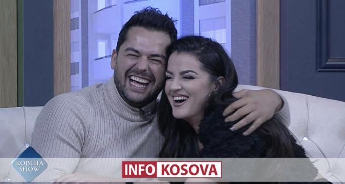 Shpat Kasapi puthet me ish të dashurën (Video)