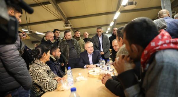 Meta në Prizren, takon qytetarët e strehuar në Kampin e Inovacionit