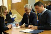 Kujtim Gashi regjistrohet si deputet në Kuvendin e Kosovës