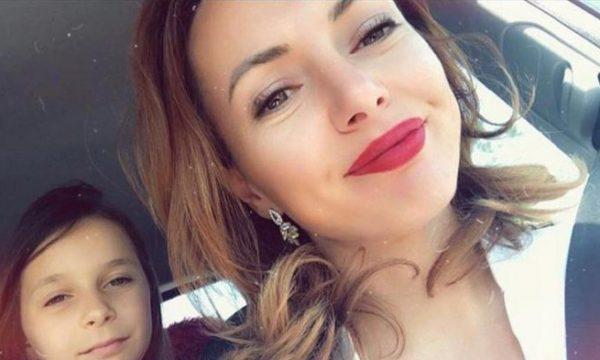 Mësuesja mesazh prekës për vogëlushen që humbi jetën nën rrënoja