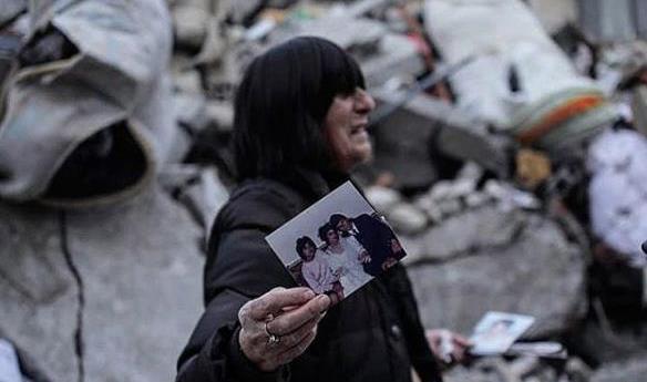 Fotografi që të rrëqethin mishin, çfarë ka mbetur sot në Thumanë (FOTO LAJM)