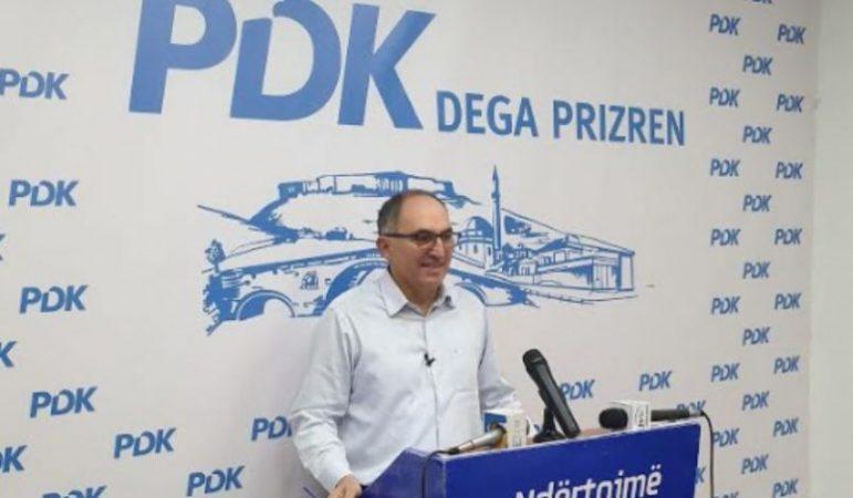 Shaqir Totaj tregon emrat e zyrtarëve që po 'kurdisin' tenderë në Prizren