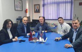 Ambasadori Hasani viziton Spitalin e Prizrenit