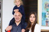 Një shëtitje babë e bijë, Blendi Fevziu ndan foton më të ëmbël në rrjet (FOTO LAJM)