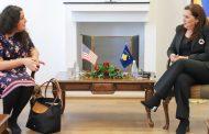 Ministrja Dumoshi priti në takim përfaqësues të USAID-it dhe Ambasadës Amerikane në Kosovë