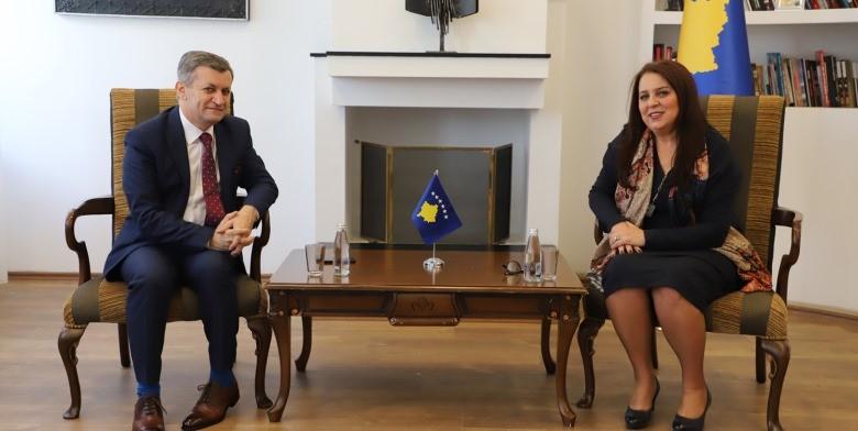 Zëvendësministri Beqiri merr zyrtarisht detyrën