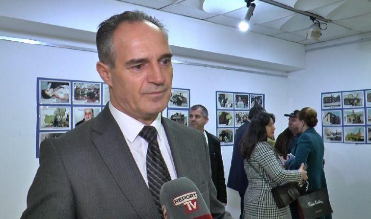 """Në Tiranë hapet ekspozita """"Krimet serbe në Kosovë"""", vjen si apel për Serbinë"""